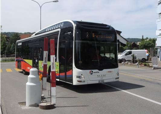 Selbst die Busse können die Poller problemlos passieren.