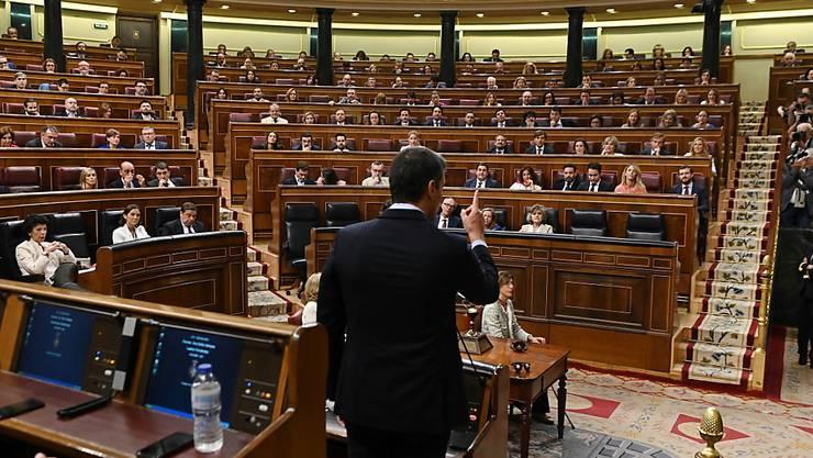 Der spanische Premier Pedro Sanchez bei der letzten Fragestunde im Parlament vor den Neuwahlen.
