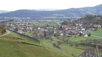 Die Gemeinde Oberflachs - dahinter ist Schinznach-Dorf.