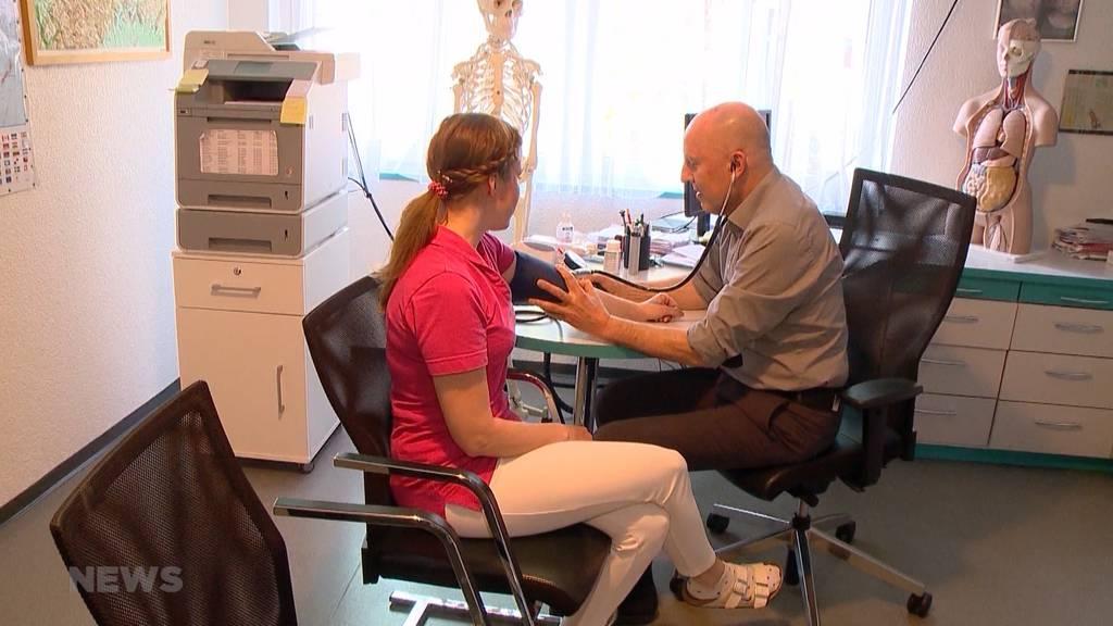 Ärzteregister mit Mängeln: Trotz entzogener Bewilligung praktizieren Ärzte weiter