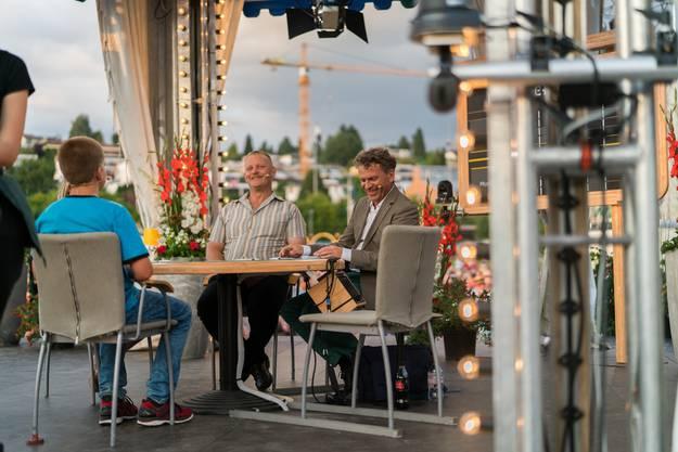 Das Jasszelt mit Schiedsrichter Daniel Müller (rechts).