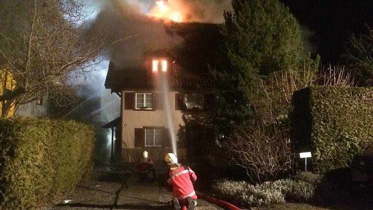 Bei einem Brand in Roggwil TG wurde am Sonntagmorgen eine Frau verletzt.