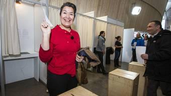 Aleqa Hammond, die Spitzenkandidatin der Sozialdemokraten, gibt ihre Stimme ab