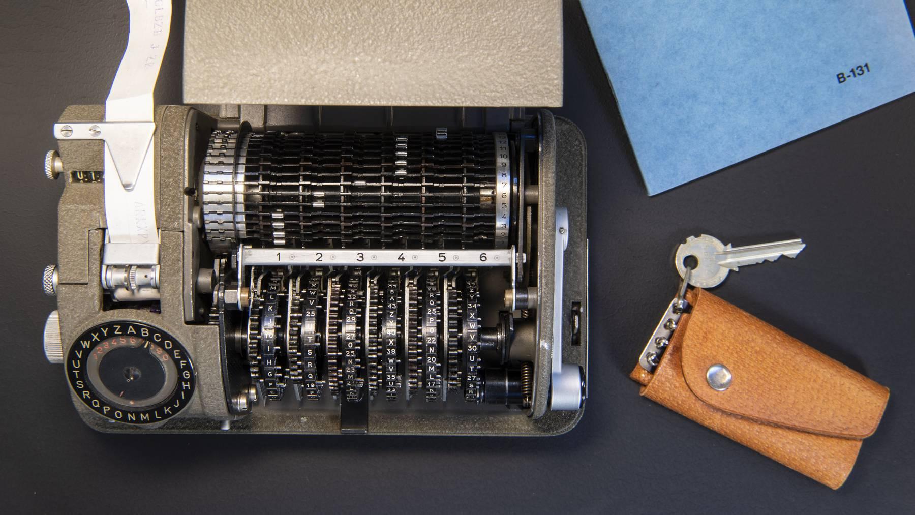 Die Maschinen der Zuger Firma Crypto liessen eine Hintertüre offen für die Geheimdienste CIA und BND.