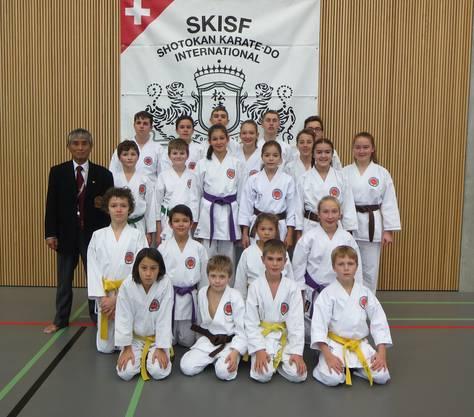 Teilnehmer des Karateclubs Ishin Gipf-Oberfrick mit Nationaltrainer Rikuta Koga Shihan