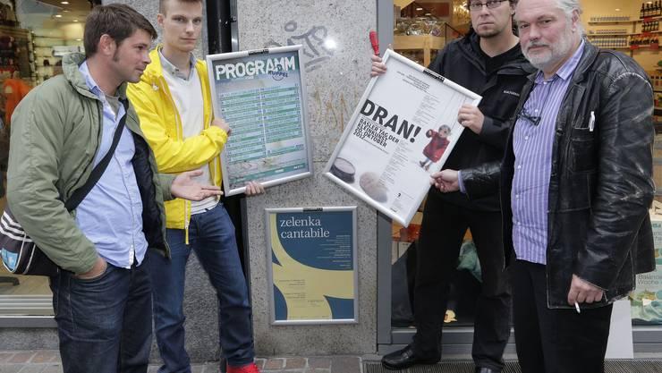 Sie fordern mehr legale Plakatstellen (von links): Sandro Bernasconi von der Kaserne, Sebastian Kölliker vom Jugendkulturfestival, Daniel Jeremias von der Kulturbox und Claude Gaçon vom Sud. Kenneth Nars
