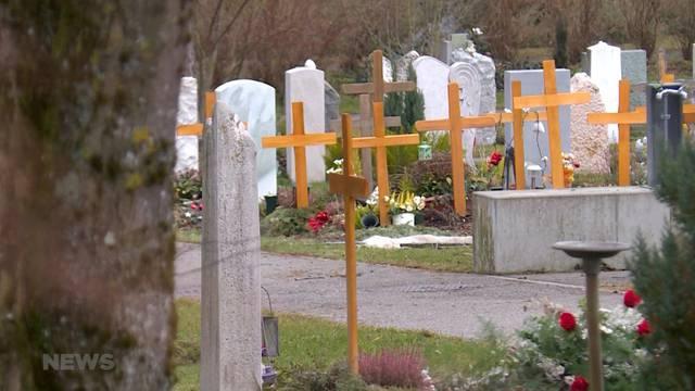 Urnen von Friedhof gestohlen