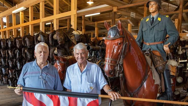 Urs Meier (l.) und Ueli Lehmann engagieren sich für den Erhalt der historischen Sammlung zur Geschichte der Kavallerie.
