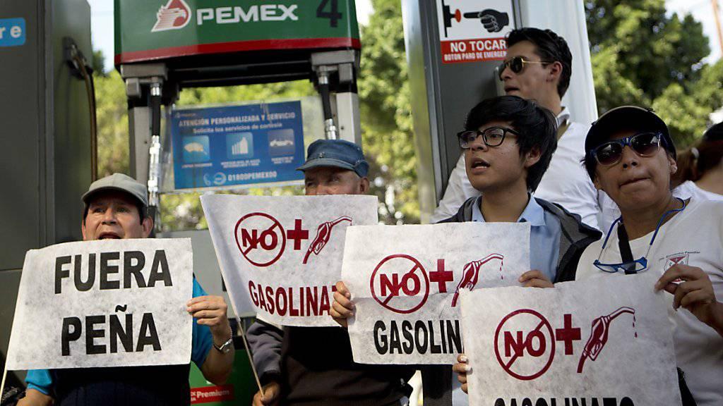 Nach dem Benzinpreisanstieg richtet sich der Zorn vieler Mexikanerinnen und Mexikaner gegen Präsident Peña Nieto.