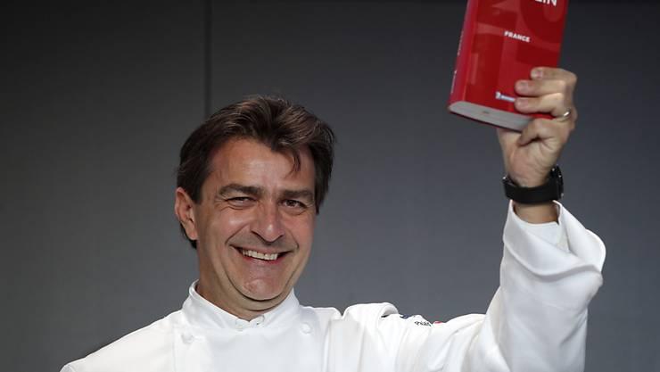 """Koch Yannick Alléno freut sich über seinen dritten Stern im neuen Michelin-Guide für sein Restaurant """"1947"""" im französischen Alpenort Courchevel."""
