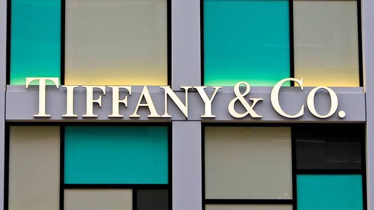 Der französische Luxuskonzern LVMH hat Insidern zufolge sein Gebot für die Übernahme des US-Edel-Juweliers Tiffany erhöht. (Archivbild)