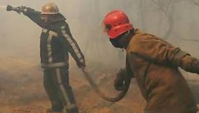 Ukrainische Feuerwehrleute im Einsatz. (Symbolbild).
