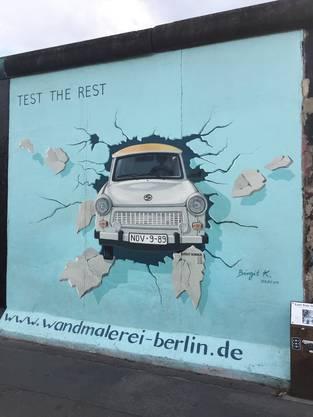 Graffiti von der Berliner Mauer an der «East Side Gallery», aufgenommen im Sommer 2019.
