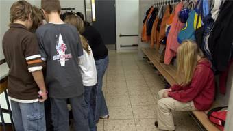 Ein elfjähriges Mädchen soll an einer Möhliner Primarschule ausgegrenzt und gemobbt worden sein, sagen die Eltern. Seit September geht es deshalb nicht mehr zur Schule. (Symbolbild)