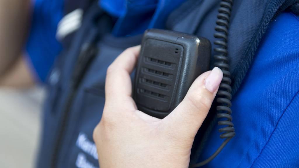 Über das Funknetzwerk Polycom tauschen sich Blaulichtorganisationen in der ganzen Schweiz aus. (Symbolbild)