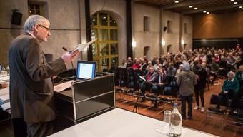 Stadtpräsident Kurt Fluri konnte 333 Stimmberechtigte im Landhaussaal begrüssen.