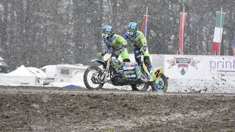 Am 64. Motocross Wohlen fiel Schnee - weder Fahrer noch Publikum liessen sich jedoch davon abhalten.