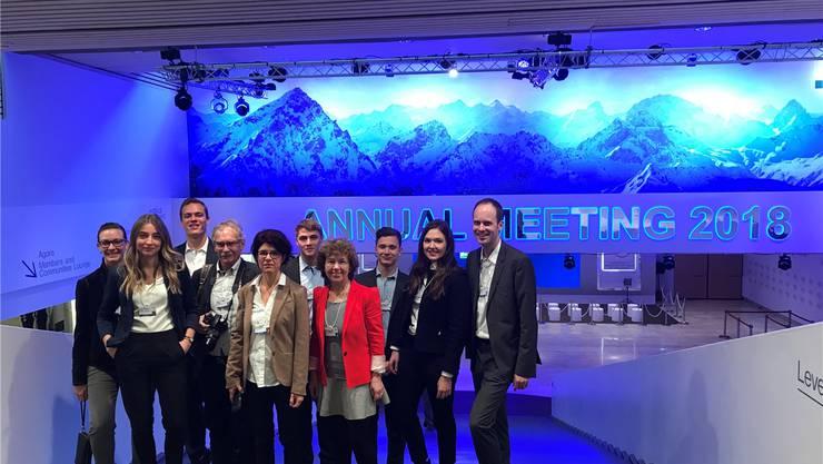 Die zehn ausgewählten Schüler und Lehrer hatten exklusiven Zugang zum internationalen Wirtschaft-Parkett im Kongresszentrum.
