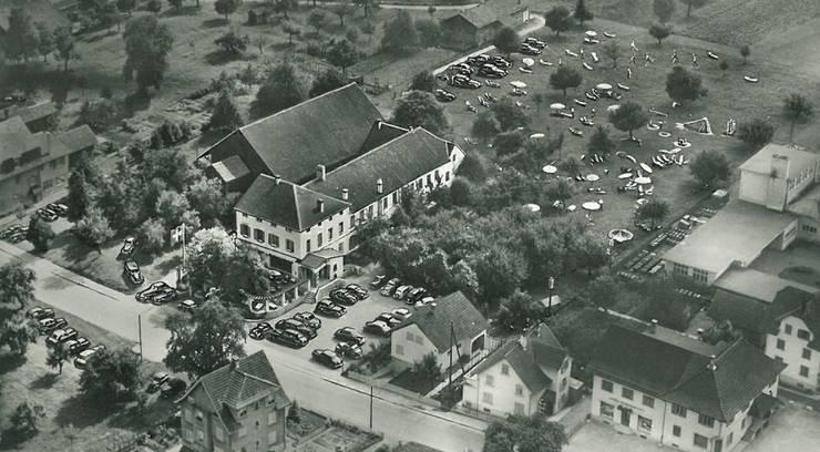 Der «Steinhof» um 1952 mit Liegewiese und Kinderparadies.