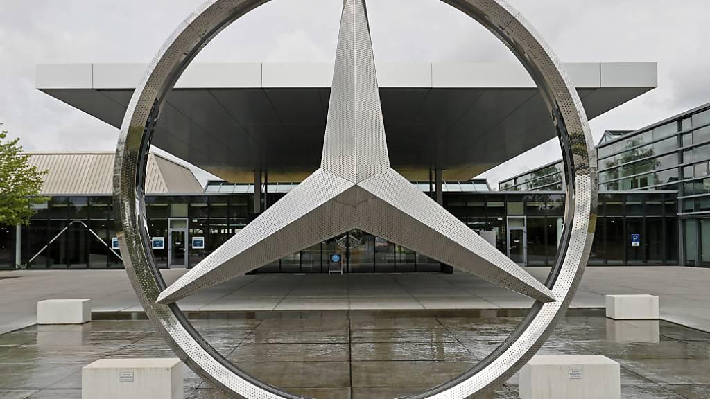 Über Daimler ziehen sich die Wolken zusammen (Symbolbild)