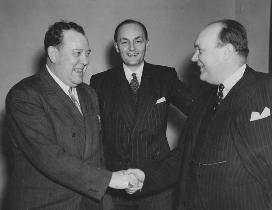 1945 bis 1946: Gladwyn Jebb (Mitte), hier mit seinem Nachfolger Trygve Halvdan Lie (links) und dem ehemaligen UN-Präsidenten Paul-Henri Spaak.