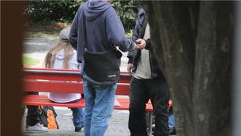 Asylbewerber beim Drogenhandel (Symbolbild). TWI