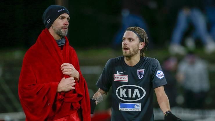 Schnappschuss nach dem 2:2 gegen Winterthur: Ob Jäckle (rechts) Temakollege Maierhofer nach dem Grund für die frühen Gegentreffer fragt?