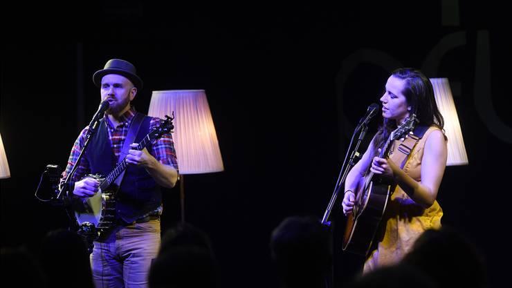 Das Duo Liam Robinson und Jean Rohe bei seinem Auftritt im Dachsaal der Pflegi Muri. Christoph Biegel