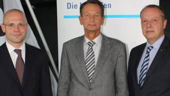 Philipp Müller (Mitte) mit den Kandidaten Dürr (links) und Haller.