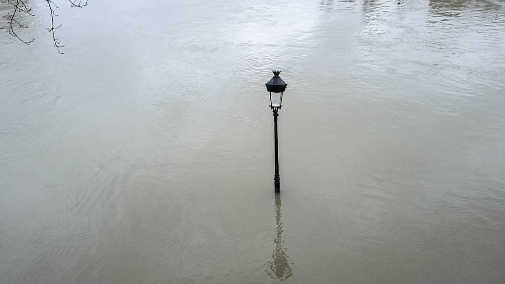 Überschwemmungen in Teilen Frankreichs - Lage angespannt