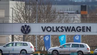 """Volkswagen will in der Coronavirus-Pandemie ohne staatliche Finanzhilfen auskommen. """"Aus heutiger Sicht schliesse ich das aus"""", sagte Finanzchef Frank Witter der """"Börsen-Zeitung""""."""
