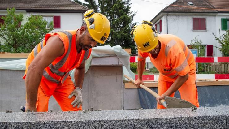 Ab Herbst erhalten über 100000 Bauarbeiter eine Bau-Card.