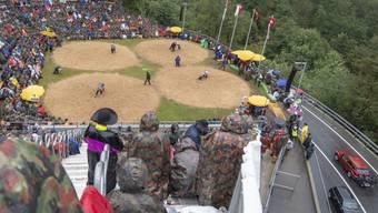 Die bekannte Schwingfest-Atmosphäre am Brünigpass zwischen dem Berner Oberland und Obwalden