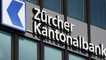 Das Logo der Zürcher Kantonalbank ZKB in Zürich (Archiv)