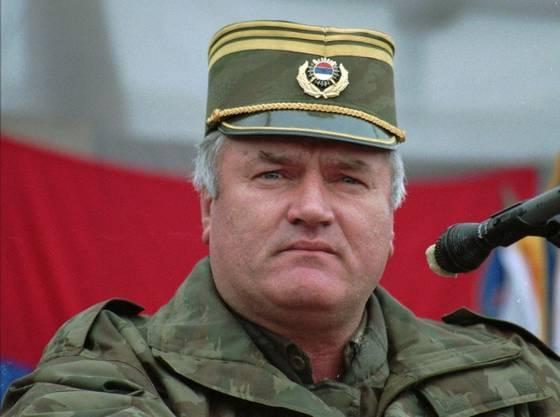 Ratko Mladic (Bild von 1995)  befehligte das Srebrenica-Massaker