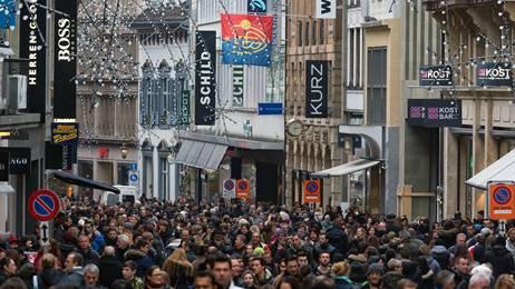 So voll war es letztes Jahr am verkaufsoffenen Sonntag in Basel. Übermorgen wird es ähnlich aussehen.