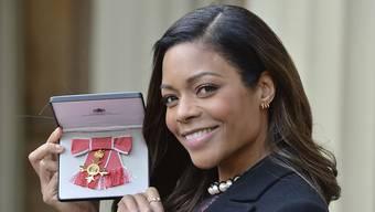 Naomie Harris hat am Donnerstag von der Queen den Order of the British Empire erhalten.