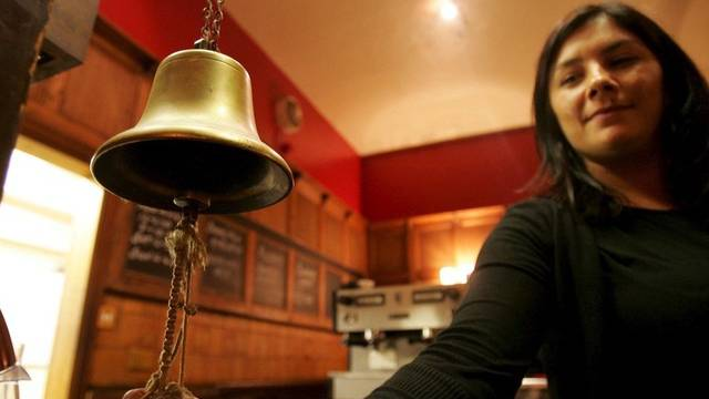"""Die """"Austrink-Glocke"""" schweigt in den britischen Pubs am 29. April"""