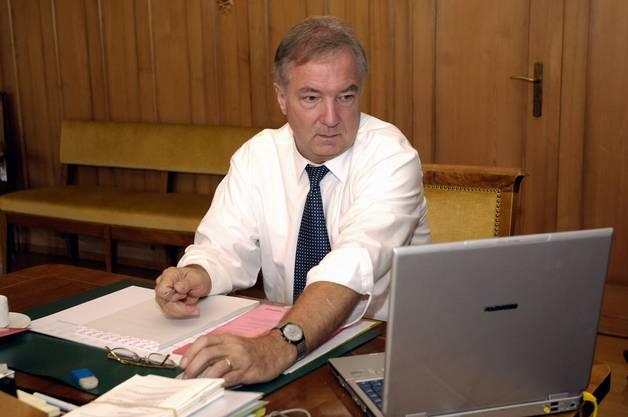 2005 bei einem Fototermin der Regierung