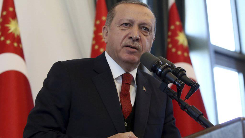 Wirft den USA vor, in ihrer Vertretung in Istanbul einen Verdächtigen zu verstecken: Der türkische Präsident Erdogan.