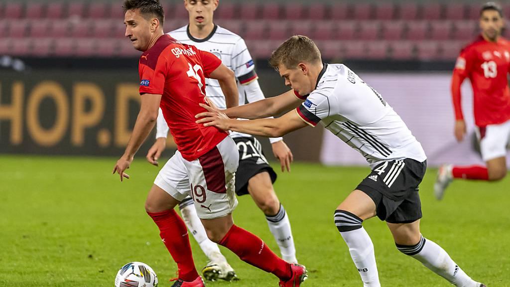 Die Schweiz und Deutschland, im Bild Mario Gavranovic gegen Matthias Ginter während des Nations-League-Spiels im Oktober 2020, werden vor der EM nicht gegeneinander spielen