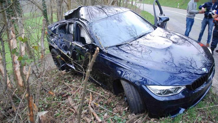 Trotz sofortiger Reanimation verstarb der Autolenker noch am Unfallort. Die Polizei untersucht nun den Unfallhergang. (Symbolbild)