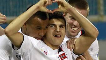 Die norwegischen Spieler feiern den ungefährdeten Heimsieg