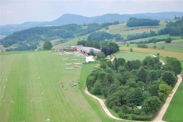 Der Flughafen Fricktal-Schupfart: Geht es nach den Absichten der Rega, sollen hier bald Rettungshelikopter starten und landen. (Archiv)