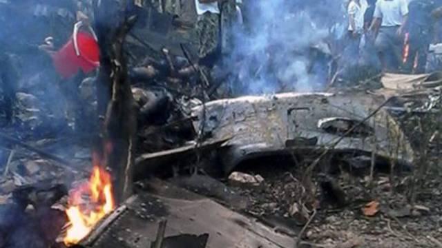Der abgestürzte Militärhelikopter ausserhalb von Hanoi, Vietnam