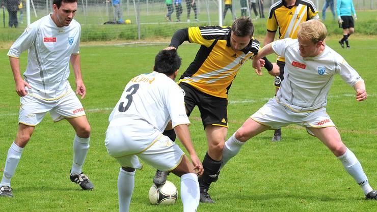 Seit mehr als 14 Saisons ohne Sieg: Dulliken (in Gelb) konnte gegen Olten wieder nicht gewinnen. Fröhlicher