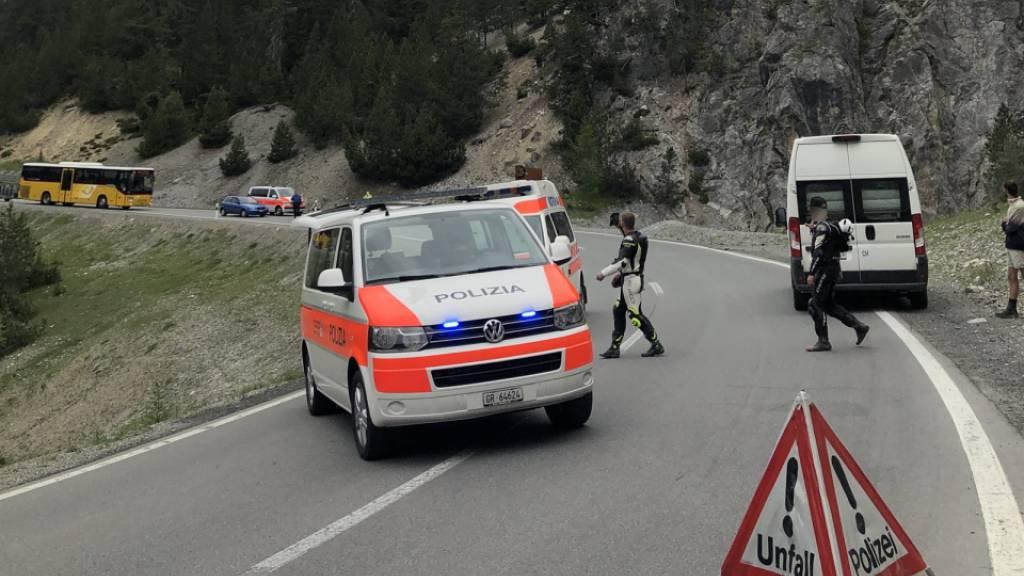 Motorradfahrer bei Selbstunfall in Graubünden verletzt