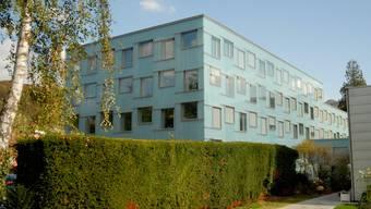 Axpo-Neubau: Das bunte Gebäude braucht bis zu 50 Prozent weniger Energie als ein konventioneller Bau. (Walter Schwager)