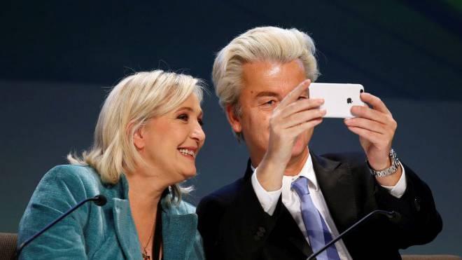 2017 Im Fokus: Die EU-Skeptiker Marine Le Pen, Chefin des Front National, und Geert Wilders von der Partei der Freiheit PVV. Foto: Reuters/Alessandro Garofalo