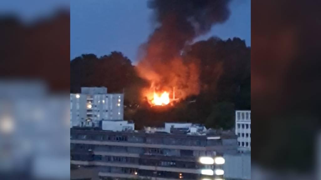 Schlieren: Gartenhaus brennt nieder und verursacht hohen Sachschaden